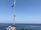 秋の浜の潜水旗